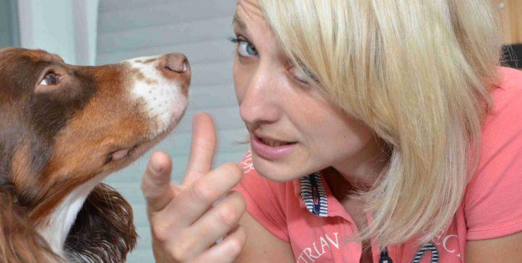 nadine und hund in grossaufnahme