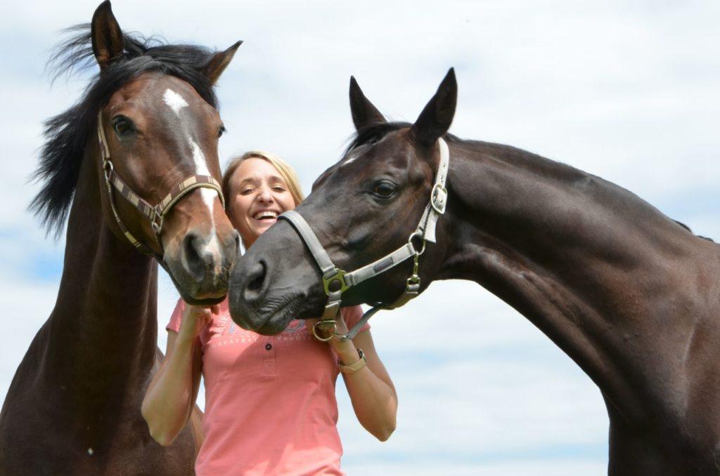 nadine mit 2 pferden